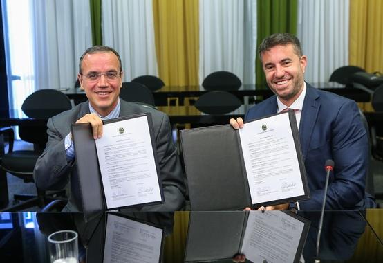 MME assina contrato com consultoria para estudos de petróleo e gás da União