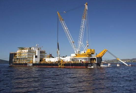 Locar Pipe: orçada em 140 milhões balsa lançadora de dutos entra em operação